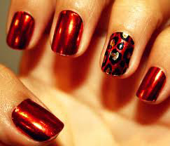Minx-маникюр на ярко-алых ногтях